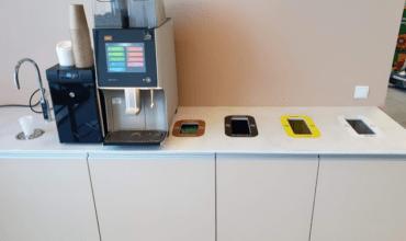 Puhastusimpordi kontori kohvinurgas avad märgistatud värvikoodide ja piktogrammidega