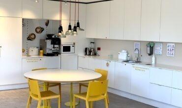 SOL peakontori köögi mööblisse installeeritud Longopac lahendus segaolme- ja biolagunevate jäätmete kogumiseks